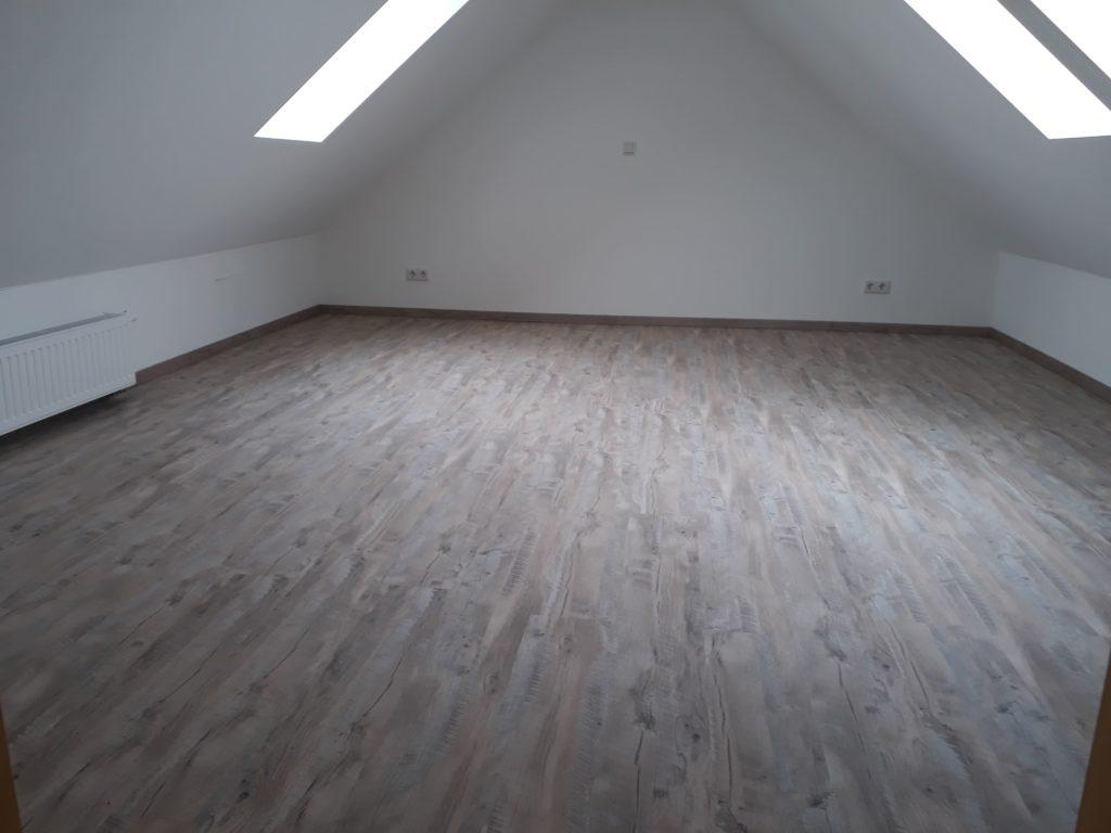 Verlegen eines Laminat-Fussbodens in einer Maisonette-Wohnung